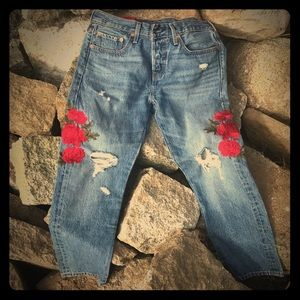 Levi's 501 embroidered 🌹 rose cropped jeans👖
